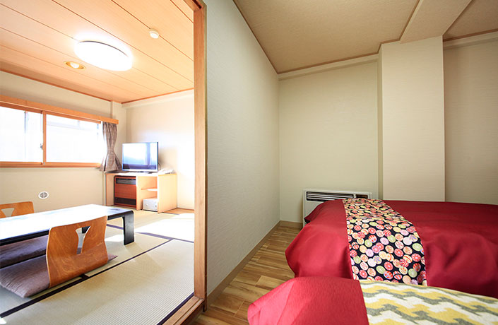 Japanese/Western-style room